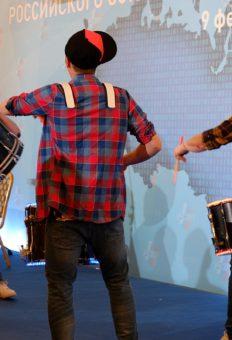 Танцующие барабанщики
